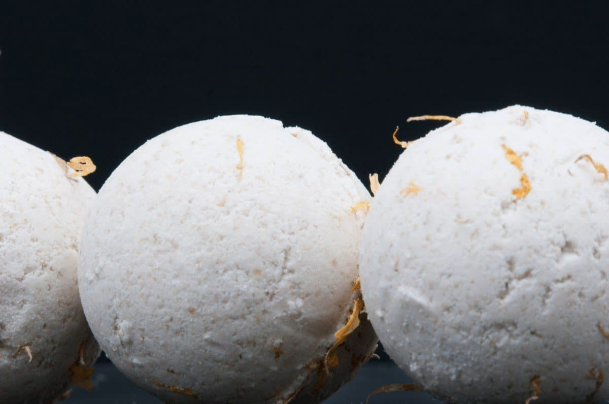 how to make bath bombs fizz longer
